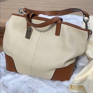 Coach pebbled leather bucket bag F31334 EUC